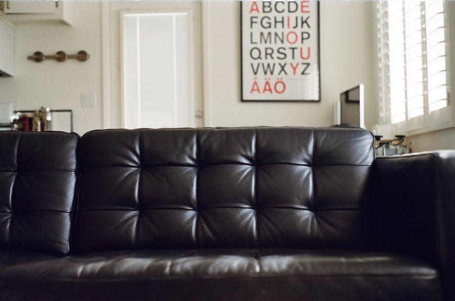 divano-nero-come-abbinarlo